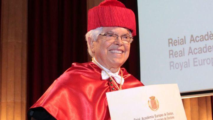 El presidente de Vichy Catalan, investido académico de honor de la Real Academia Europea de Doctores