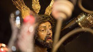 Procesión de la cofradía de Jesús de la Tres Caídas por el barrio de La Latina.