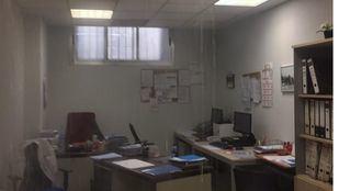 Imagen de uno de los despachos afectados por la rotura de una cañería del Hospital La Paz