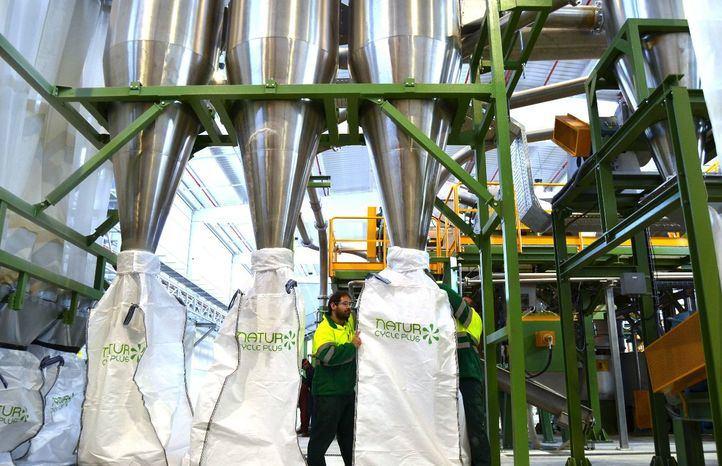 Proceso desarrollado por Saica Natur que transforma el plástico de Mercadona en nuevos recursos reciclados