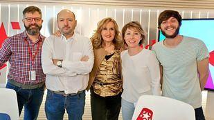 La directora de Madridiario, María Cano, el periodista de 20 Minutos, Javier García y el periodista de Onda Madrid, Pablo López, en Com.Permiso