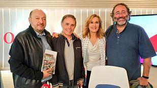 Enrique Villalobos, presidente de la FRAVM, y Javier Leralta, periodista especializado en Madrid y escritor, en Com.Permiso