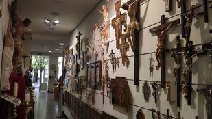 Tiendas litúrgicas, un negocio tradicional en Madrid