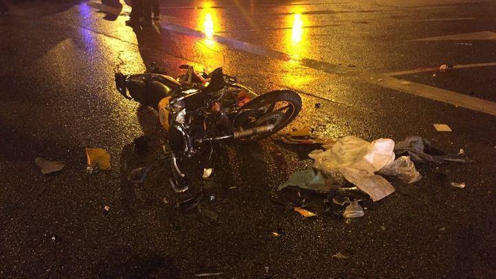 El conductor de la motocicleta ha sido trasladado grave al Clínico.