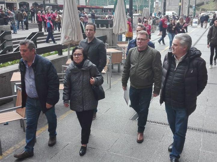 La familia del trabajador de Metro fallecido a causa de la exposición al amianto pide que se haga justicia en el arranque del juicio