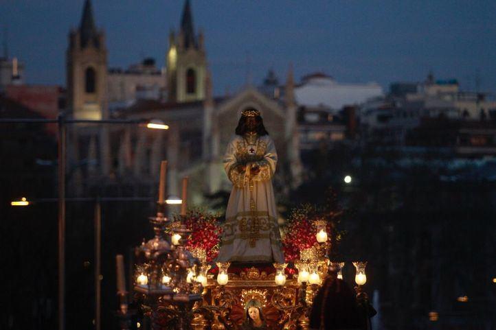La lluvia complica las procesiones del Viernes Santo