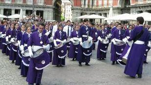 El apedreo del 'Judas de Robledo' y la tamborrada en la Plaza Mayor de Madrid, últimos actos