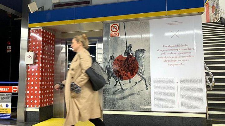 'El Quijote' decora la estación de Plaza de España por el Día del Libro