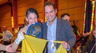 La boxeadora Miriam Gutiérrez junto al alcalde de Torrejón, Ignacio Vázquez.