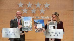 El presidente en funciones, Pedro Rollán, y la consejera de Transportes, Rosalía Gonzalo, presentan la campaña del taxi en la rueda de prensa posterior al Consejo de Gobierno.