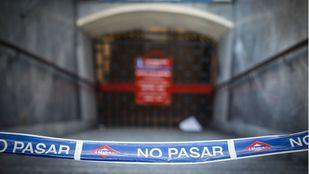 Buena parte de la Línea 2 de Metro a su paso por el centro de Madrid permanece cerrada desde el 25 de enero por incidencias en las obras de Canalejas.