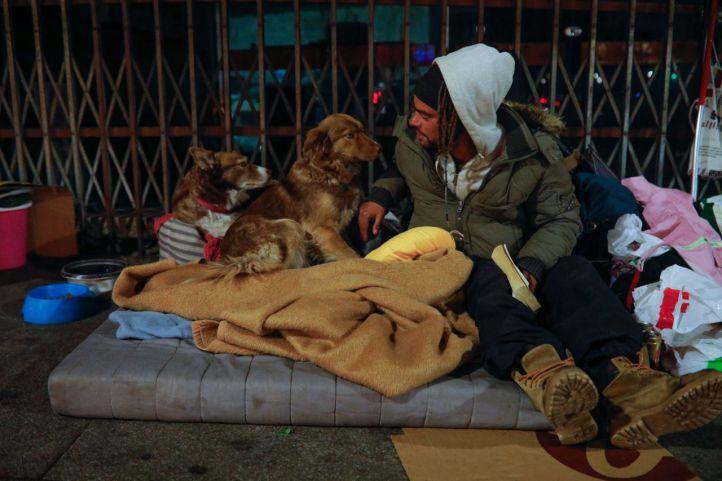 El Ayuntamiento presume de evitar que más de 900 personas duerman en la calle
