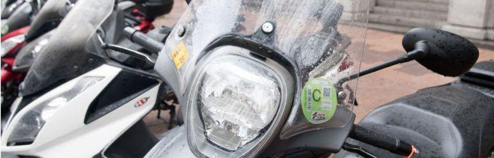 La sanción por no llevar la etiqueta de la DGT será de 15 euros