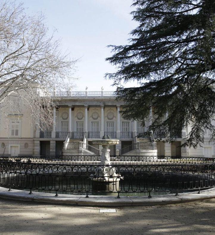 """El PSOE denuncia el """"amarillo pollo"""" del Palacio del Capricho"""