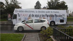 Autobús para pedir el voto para los partidos que apoyan el sector del taxi.