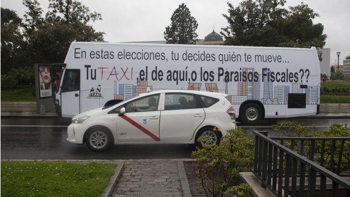 Antaxi fleta un autobús para pedir el voto a los partidos que defienden el taxi