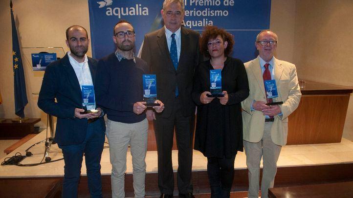 Los ganadores del III Premio de Periodismo Aqualia, junto al CEO de la empresa, Felix Parra