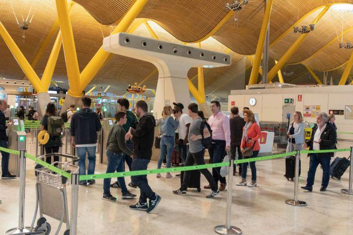 Los vigilantes en huelga denuncian la merma de seguridad en el aeropuerto