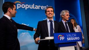 El PP se desangra a izquierda y derecha y pierde la mitad de sus escaños