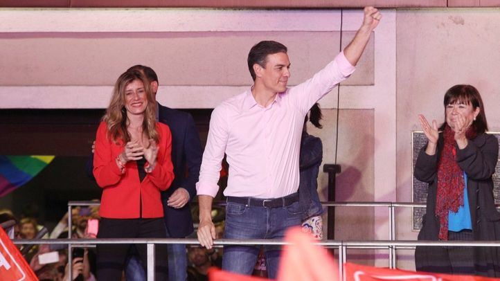 Pedro Sánchez celebra su victoria