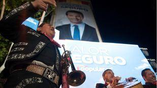 GALERÍA l Mariachis en Génova y bailes en Ferraz