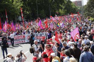 Miles de trabajadores piden a Sánchez un giro a la izquierda