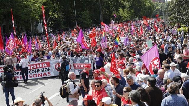 Miles de personas se manifestaron en Madrid el 1 de mayo para protestar contra la precariedad laboral.