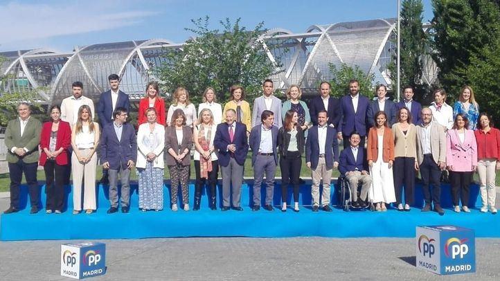 El candidato del PP a la Alcaldía de Madrid ha presentado este 1 de mayo a los miembros de su lista electoral al completo.