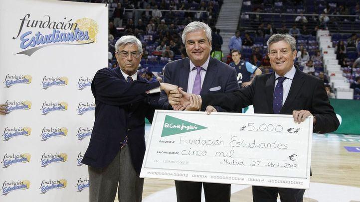 El Corte Inglés entrega 5.000 euros a la Fundación Estudiantes como apoyo al baloncesto femenino