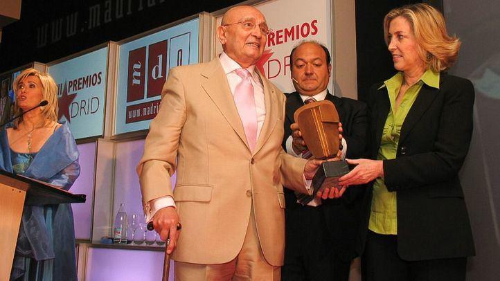 Tony Leblanc, recogiendo el Premio Especial Madrid Toda una Vida en los III Premios Madrid en el año 2005.