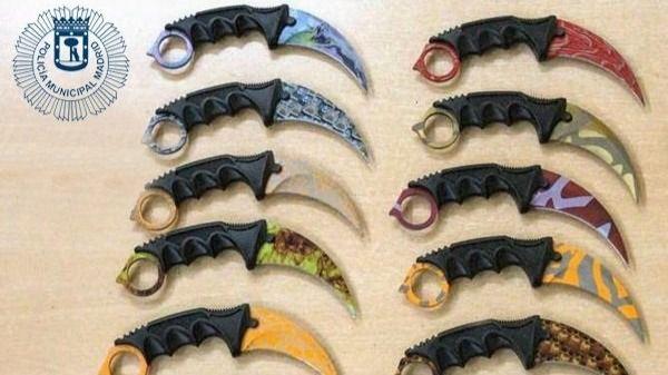 Un detenido en Puente de Vallecas por vender cuchillos altamente peligrosos