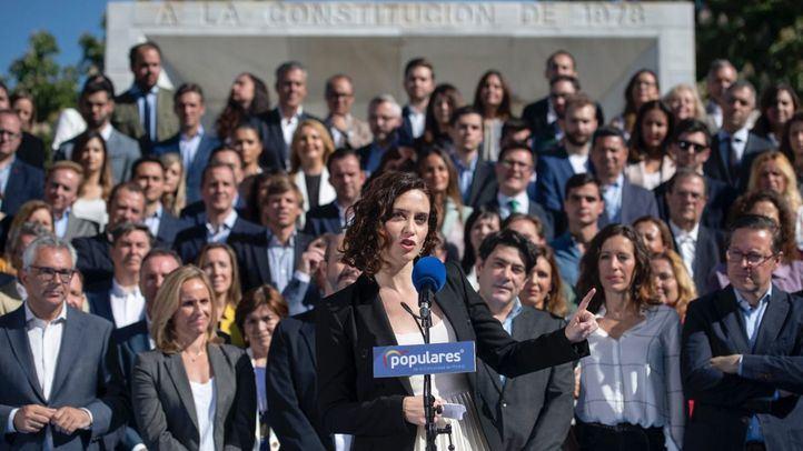 """La candidata del PP a la Presidencia de la Comunidad presentó este jueves a los miembros de su lista """"joven y renovada"""" pero también con experiencia en la gestión."""