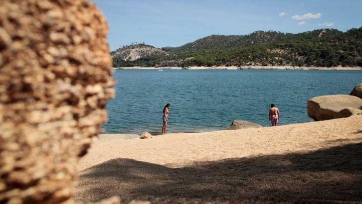 Una playa madrileña vuelve a izar la Bandera Azul