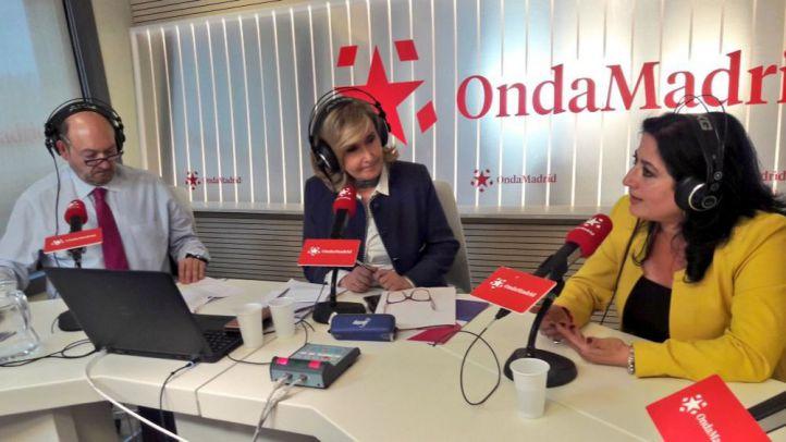 Carla Santiago junto a Nieves Herrero y Constantino Mediavilla en Onda Madrid