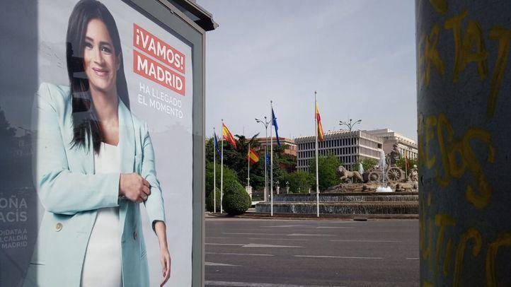 El PSOE pide la retirada de los carteles de Villacís