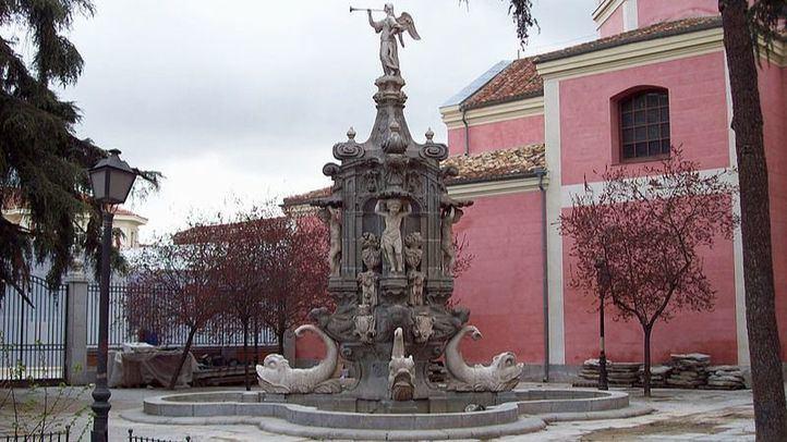 La plaza de Antón Martín se embellece con la fuente de la Fama