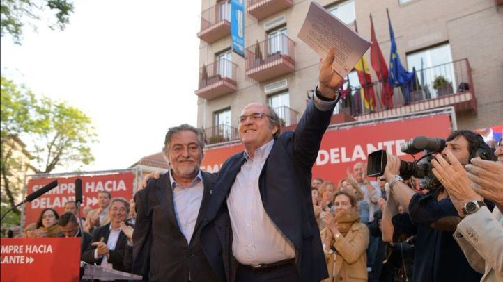 El PSOE homenajea a Rubalcaba y apuesta por la