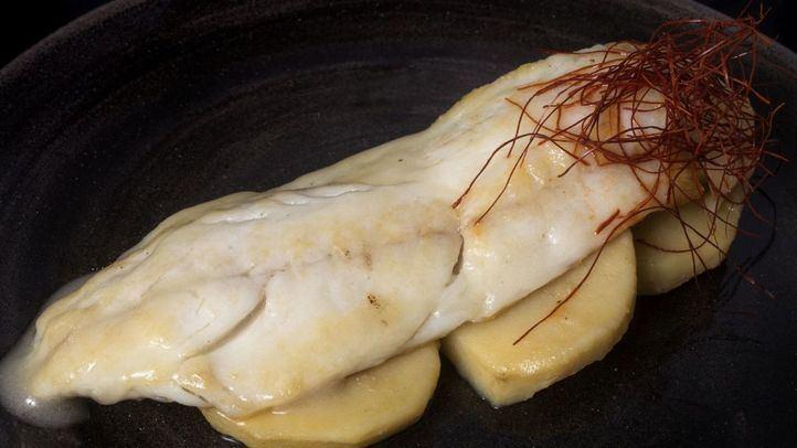 Lubina desnuda al pipil sobre cama de patata, del chef José Luque para representar 'La maja desnuda' de Goya.