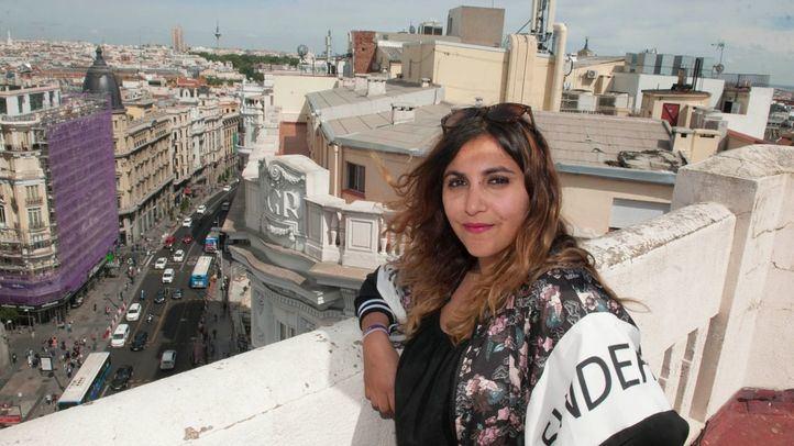 Dina Bousselham, secretaria de Comunicación y responsable de Inmigración de Podemos Comunidad de Madrid, en su visita a la redacción de 'Madridiario'.