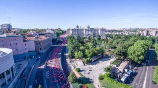 Más de 36.000 mujeres tiñen de rosa Madrid