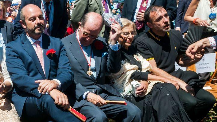 Pedro Rollán, presidente de la Comunidad, y Manuela Carmena, alcaldesa, en la misa de San Isidro.
