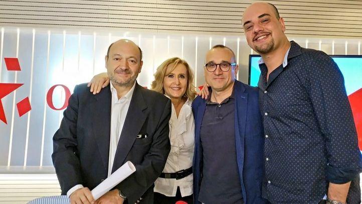 Carlos Hidalgo, redactor jefe de la sección de Madrid en ABC, y Ferrán Boiza, redactor jefe de la sección de Madrid en El Mundo, junto a Nieves Herrero y Constantino Mediavilla