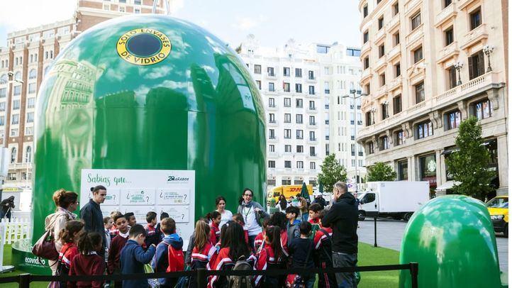 El contenedor de vidrio más grande del mundo instalado en la Plaza de Callao