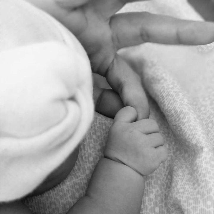 Villacís da a luz a su tercera hija, Inés