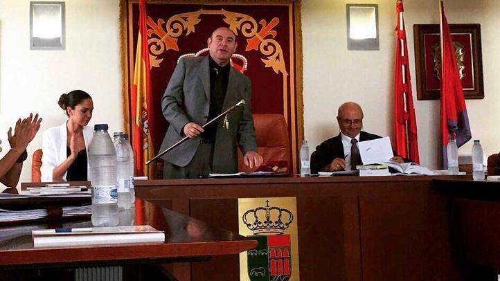 Andrés Samperio Montejano, del PP, cuando fue nombrado alcalde de Navalagamella.