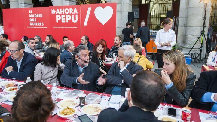 Pepu Hernández en su acto en la Plaza Mayor.