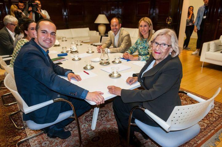La alcaldesa se reúne con PSOE y Cs para abordar el futuro de la Operación Chamartín.