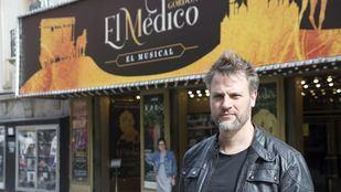 Gerónimo Rauch, cantante en el musical El Médico.