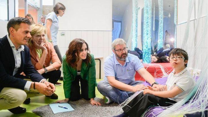 La candidata del PP a la Presidencia de la Comunidad de Madrid, Isabel Díaz Ayuso, ha presentado su programa de Educación en el colegio de Educación Especial Cambrils.