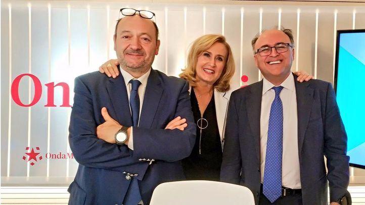El experto en Comunicación no Verbal José Luis Martín Ovejero, junto a Nieves Herrero y Constantino Mediavilla en Com.Permiso